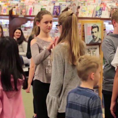 Inspiring-Lives-Magazine-Flashmob-at-Barnes-Noble